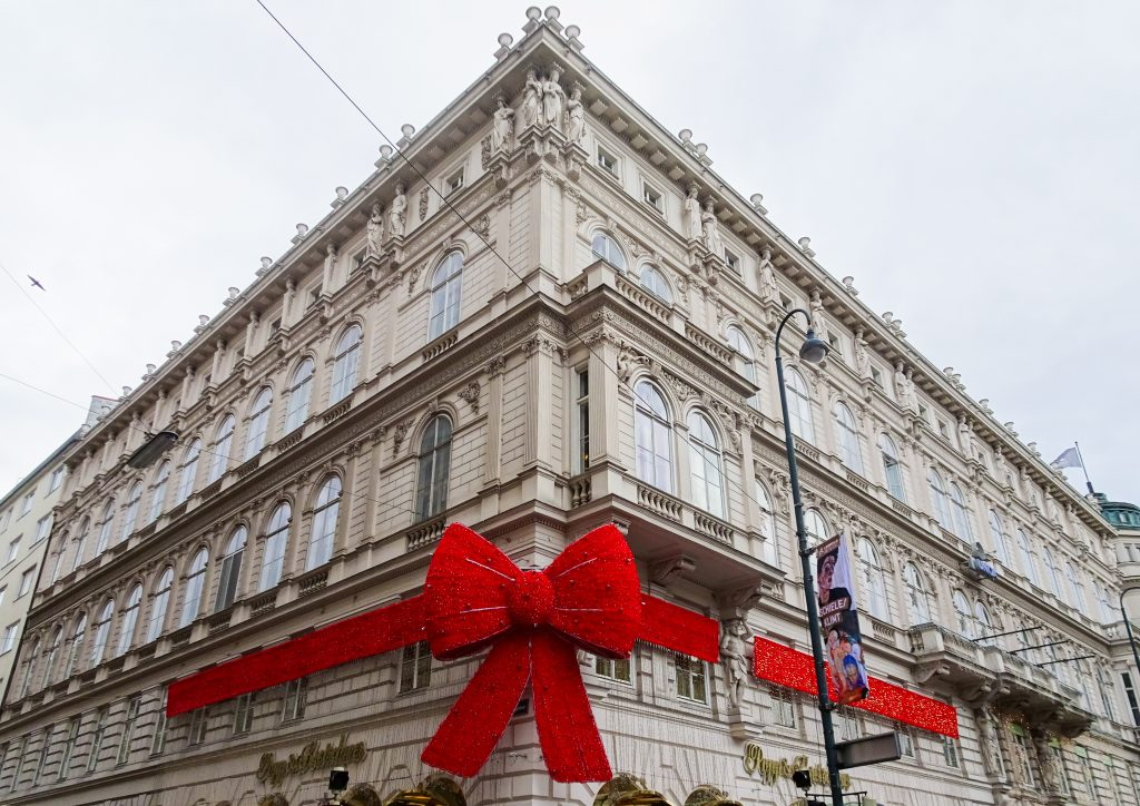 Red Bow, Vienna